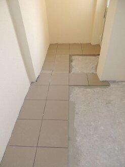 Секция Б. Кладка плитки лестничных переходов.