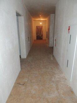 Секция Б. Плитка в коридорах МОП.